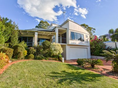 Photo for Large 5 Bedroom Family Home in Noosa Waters