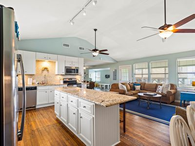 Perfection in Palm Beach, Newly Remodeled, SLEEPS 18, WALK to the BEACH!