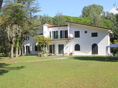 Photo for Stunning  villa with WIFI, TV, terrace, pets allowed and parking, close to Forte Dei Marmi