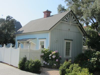 Oceanside Victorian Cottage On Scenic West Cliff Drive:  Shelter in Paradise!