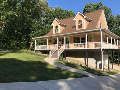 Center Hill Lake, family/pet friendly custom home on 3 acre lot, 8-10 pers.