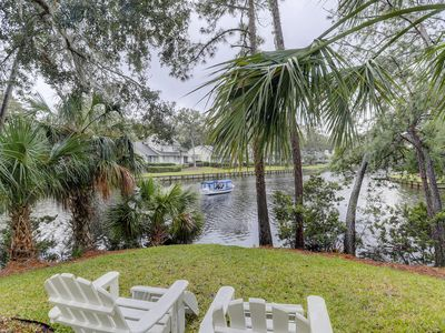 Incredible water views! kayaks! bikes! Pool table, 2 screened in porches