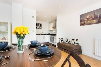 Photo for Newly apt for 6 in Greenwich/by Westcombe Park st