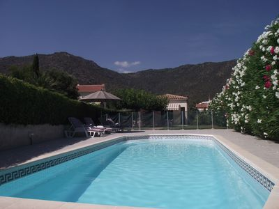 Photo for Partly air-conditioned house with private pool and garden 300 M from the beach