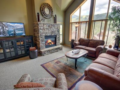 Photo for Gateway Lodge 5091 Sleeps 10, FREE shuttle, Fireplace, Private Laundry, King bed with indoor pool & Hot tub  By SummitCove Lodging