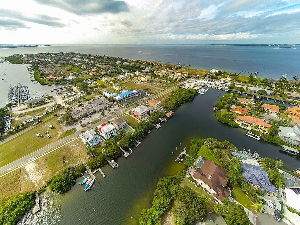 Key west style waterfront retreat w pool hot tub for Waterfront retreat