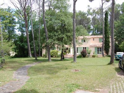 Photo for Aix-en-Provence, Charming, 200 m2, Infinity Pool and Large Garden