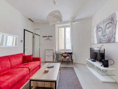 Photo for Beautiful 2-room-apartment in the heart of the Carré d'Or district