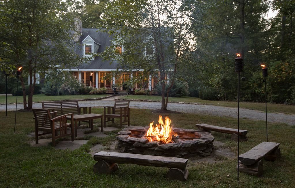 Secluded escape for family group charlott homeaway for Charlottesville cabin rentals hot tub