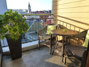 Supercentral 2 bedroom duplex with balcony and views