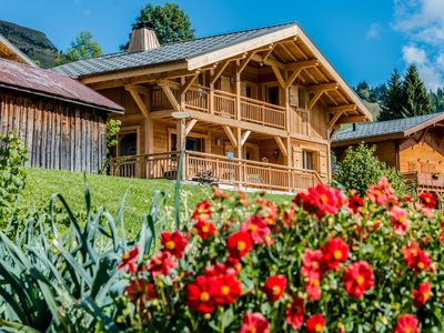 Photo for Charming chalet - Domaine Portes du Mont Blanc - Sauna - Whirlpool - Skibus 100m