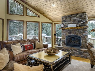 Quiet cabin in the BEST location! Plenty of space for everyone to spread out!