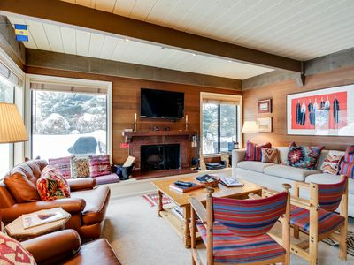 Photo for Cozy condo w/ shared pool, hot tub & more - close to skiing!