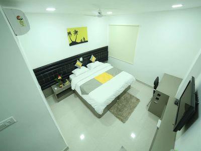 Photo for Cosy Room With Private Bath And Work Desk