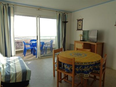 Photo for Apartment facing the sea with balcony