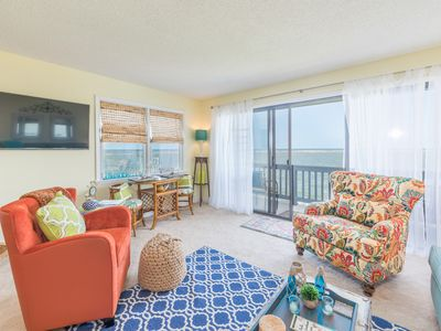 Photo for Lovely condo with ocean views, pool access and wifi