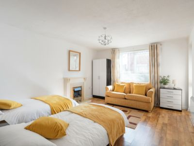Photo for LONDON APARTMENT WITH FREE PARKING
