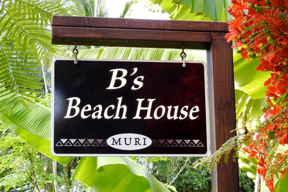 9 bedroom family home, directly on Muri Lagoon!