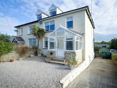 Photo for Holiday home with large garden in the pleasant village of Abersoch