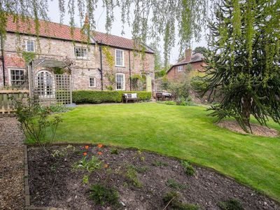 Photo for Charming Victorian Cottage. Private Garden, Spectacular Views. 4* Gold. Sawdays