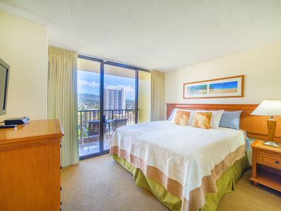 Photo for 1 BEDROOM CONDO IN WAIKIKI | PANORAMIC MOUNTAIN AND CITY VIEW | PARKING&WIFI