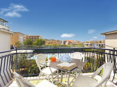 Photo for Appartamento AlbiLore with Sea View Terrace, Air Conditioning and Internet WI-FI
