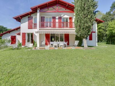 Photo for 6 bedroom Villa, sleeps 15 with FREE WiFi and Walk to Shops