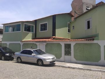 04 min by car Beach of the fort and the city center, prox. Road.