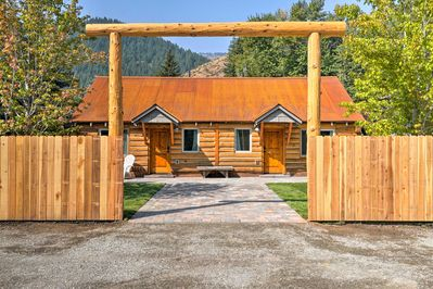 An unforgettable Sun Valley getaway awaits at this cozy Ketchum cabin.