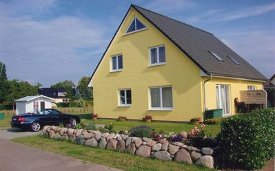 Photo for Modern cottage and garden in mid-race Stralsund environment close to the water