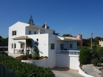 Large Detached Villa With Pool and Beautiful Landscaped Gardens