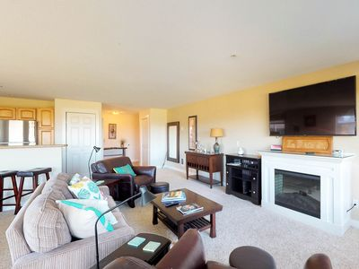 Photo for Oceanfront condo w/deck, beach access & pool/hot tub/gym-1 dog OK