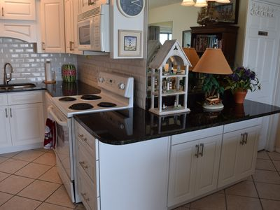 RENOVATED*Granite*Free Beach Chairs*Washer/Dryer*Great View* Two 50 HDTVS