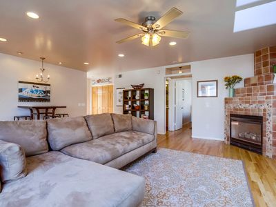 Centrally Located, Comfortable Beach Home. Relax with the Whole Family!
