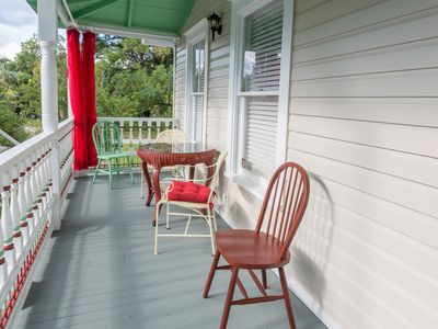 Photo for 6 Bed 4 Bath 1896 Victorian: Plenty of Parking