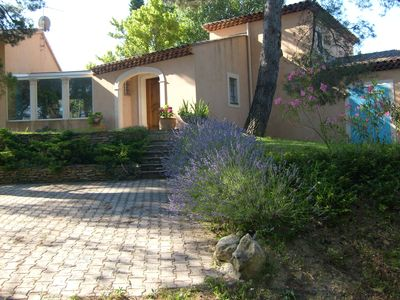 Photo for Beautiful comfortable house with swimming pool in wooded countryside near Aix
