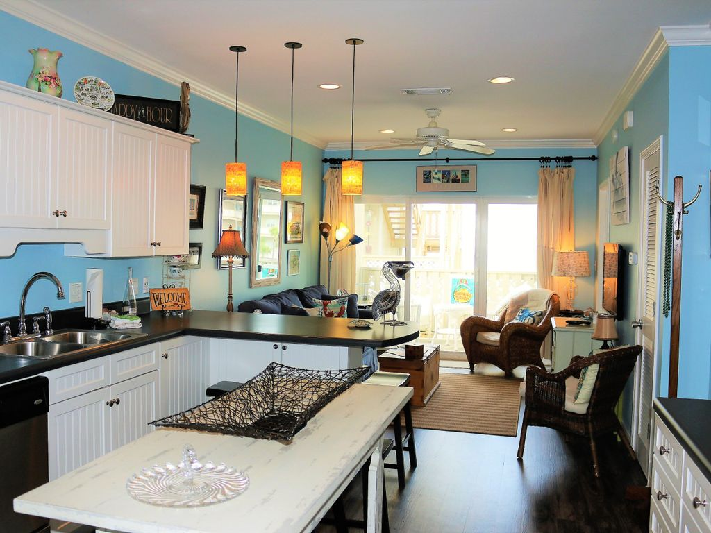 H3 Updated With Beach Condo Decor Very Upscale Pensacola