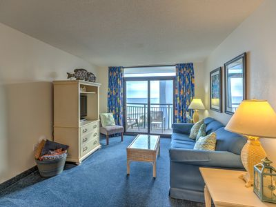 Oceanview that sleeps 10,pools,indoor and out,water park for kids,bar and restaurant