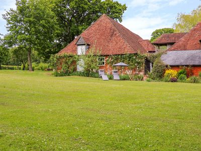 Photo for THE HOBBIT HOUSE, romantic in West Tytherley, Ref 1009836
