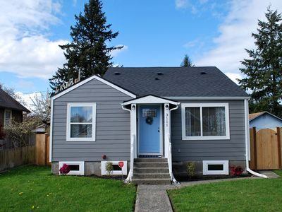 Photo for Gorgeous Home Close To Ups & Downtown Tacoma!