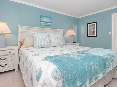 Enjoy the serene calming blue and teal atmosphere of this 1 Bedroom paradise