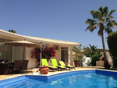 Photo for 4 dbl bedrooms, heated pool, AC, nr Garrao beaches and Val do Lobo