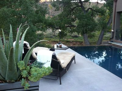 Infinity Edge Pool  Newer Luxury Home on Virgin River 2 miles from main park ent