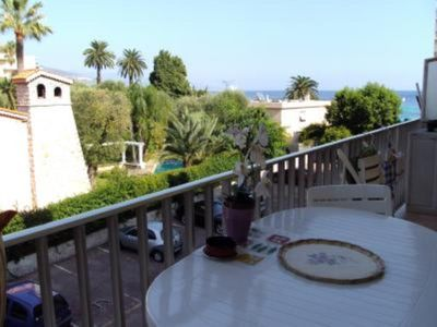 Photo for Confortable flat by the sea and with swimming pool