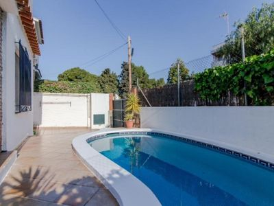 Photo for Ground floor apartment with terrace and private pool.