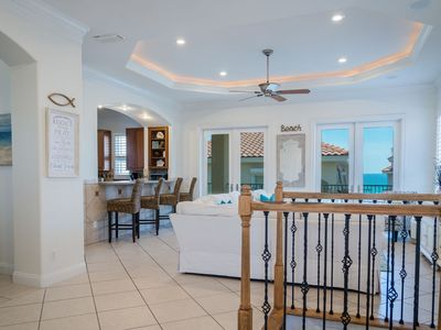 Gulf Views! 7 Beds, Elevator, Community Pool, Gameroom, Sleeps 20!