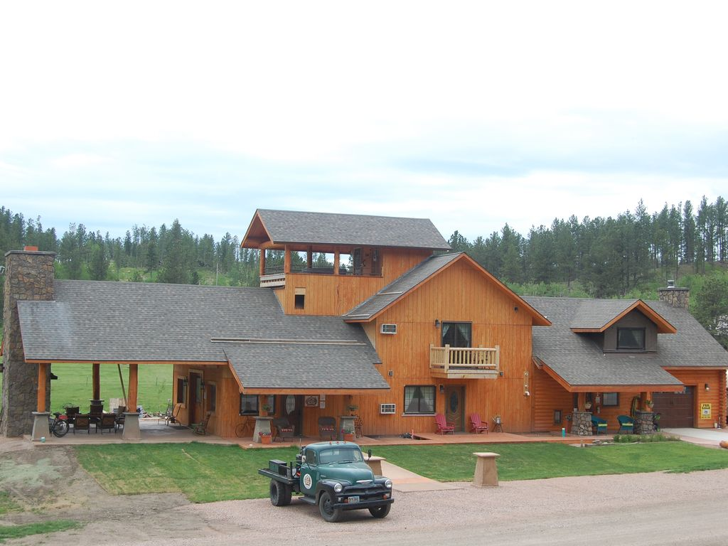 Hill city 39 s finest lodge by the mickelson trail hill for Trail lodge