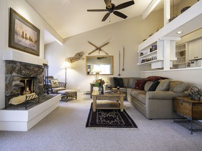 RMR: Nicely Updated Condo w/ Mountain Views