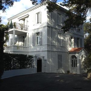 Photo for Cannes / Le Cannet - beautiful 2 rooms with garden and parking in a mansion