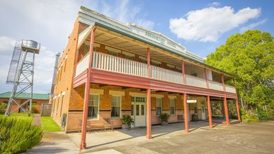 Photo for Abernethy House - Historic Hunter Valley Pub-stay
